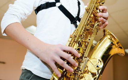 Schuelerin_mit_Saxophon